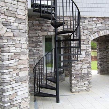 Витите метални стълби с черен цвят