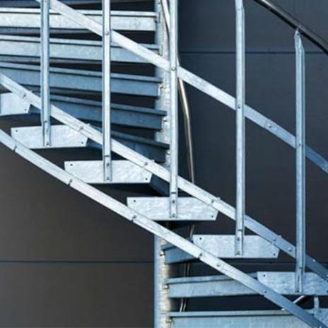Витите метални стълби