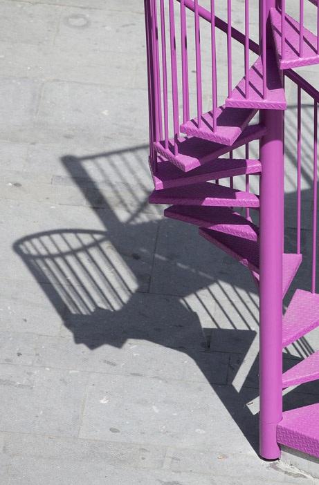 Метални стълби розови