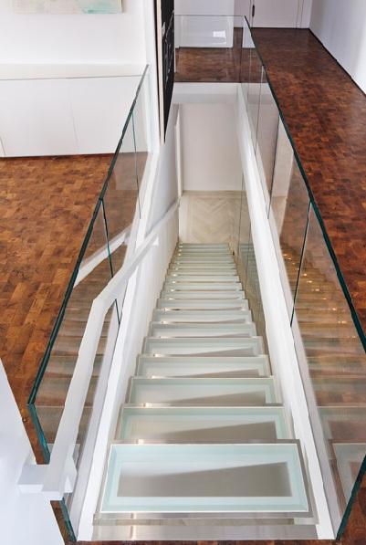 Металните стълби със стъкло