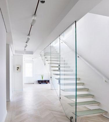 Стъклените метални стълби