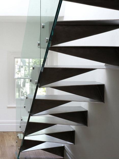 оригами и метални стълби