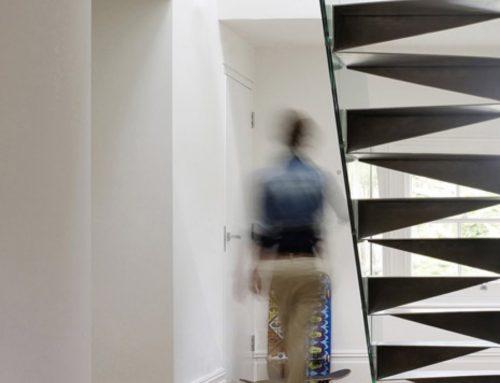 Метални стълби във формата на оригами