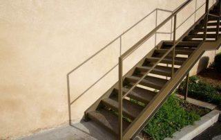Метални стълби 60