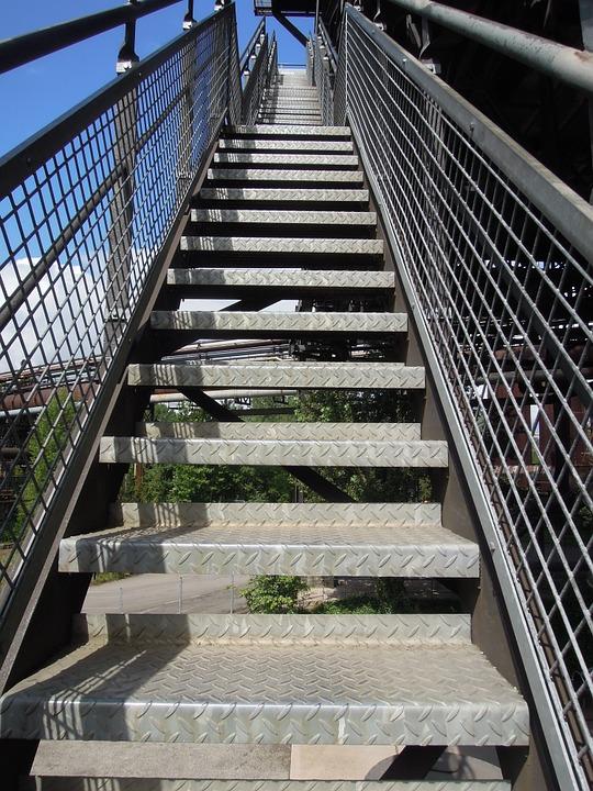 Прави метални стълби от http://metalnistulbi.com